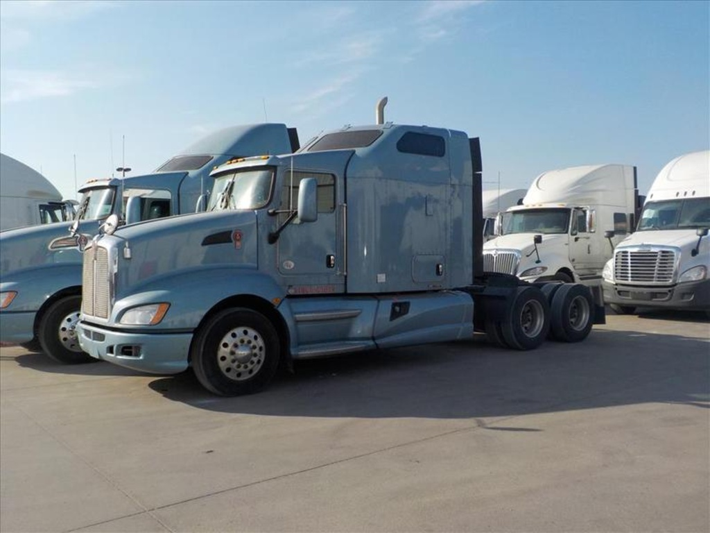 USED 2012 KENWORTH T660 TANDEM AXLE SLEEPER TRUCK #2555