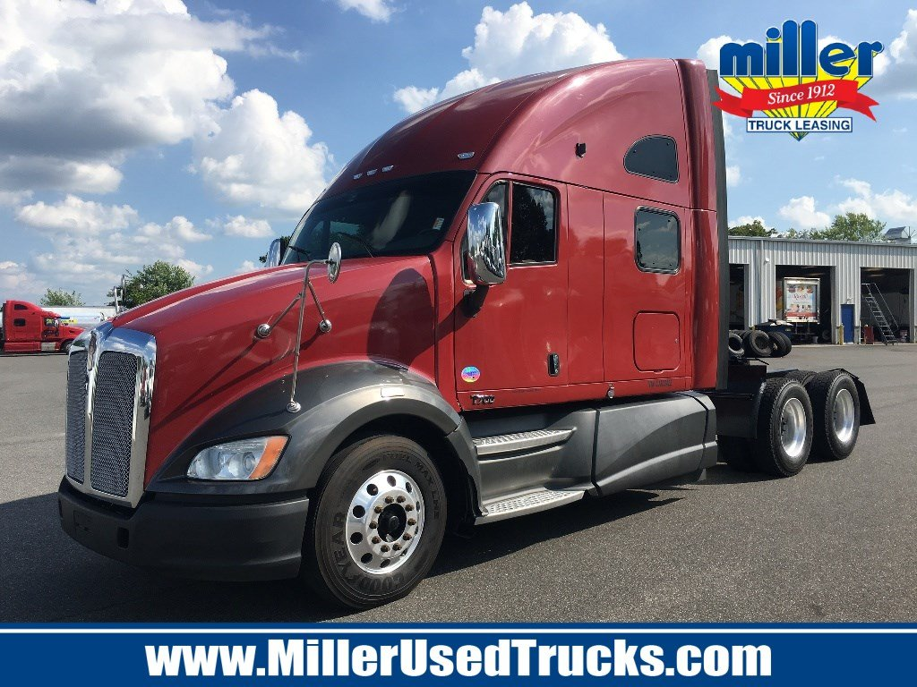 USED 2012 KENWORTH T700 TANDEM AXLE SLEEPER TRUCK #2797