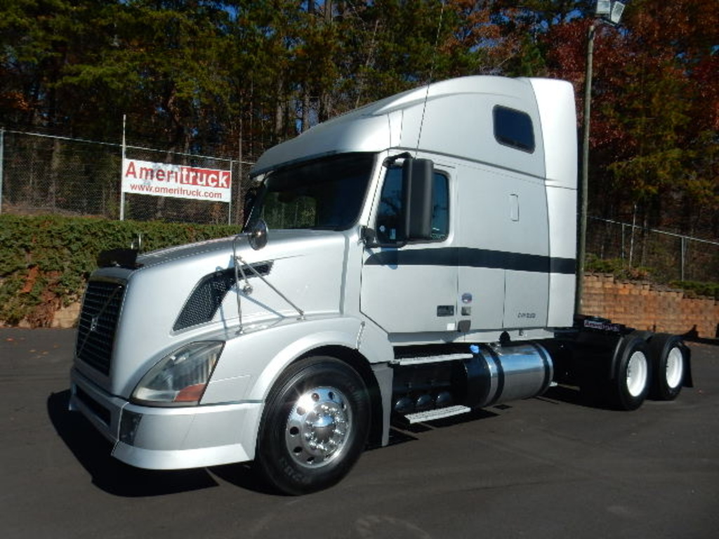 USED 2012 VOLVO 670 SLEEPER TRUCK #1456