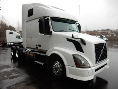 USED 2012 VOLVO 670 SLEEPER TRUCK #1579-2