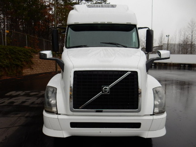 USED 2012 VOLVO 670 SLEEPER TRUCK #1579-3