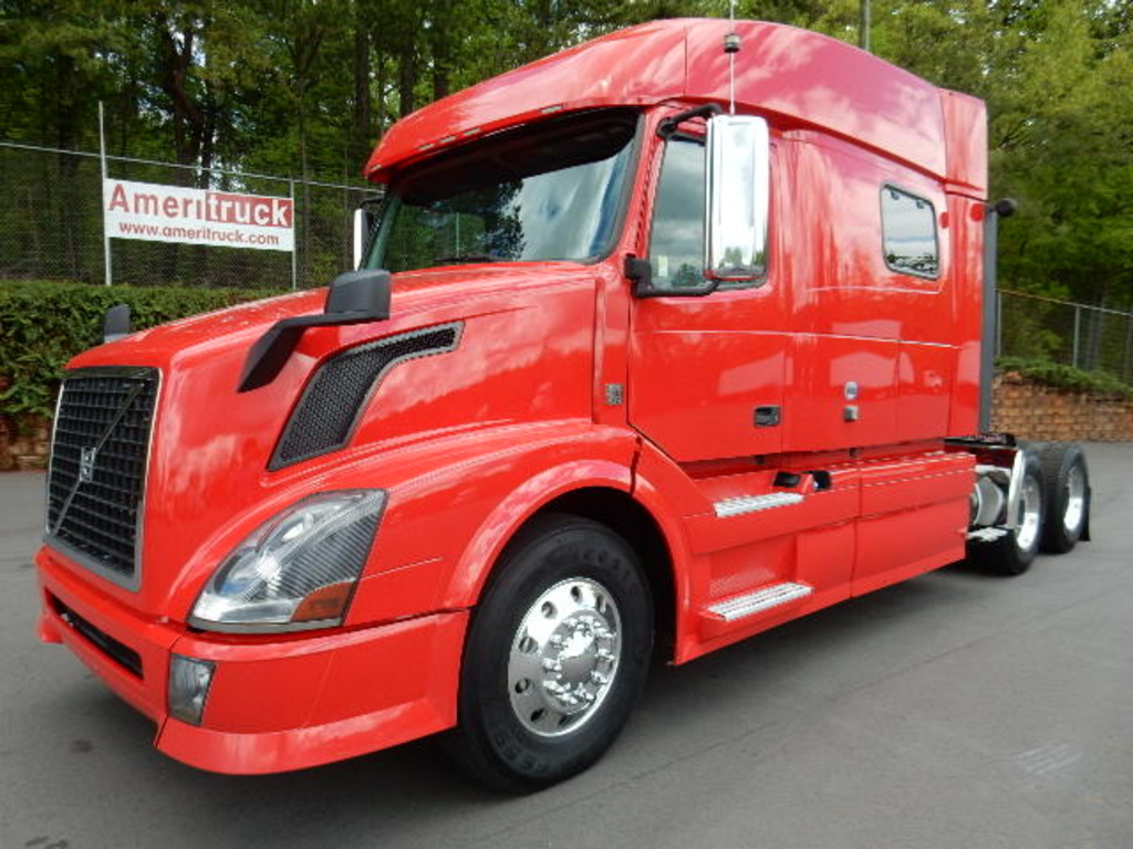 USED 2012 VOLVO 730 SLEEPER TRUCK #1583