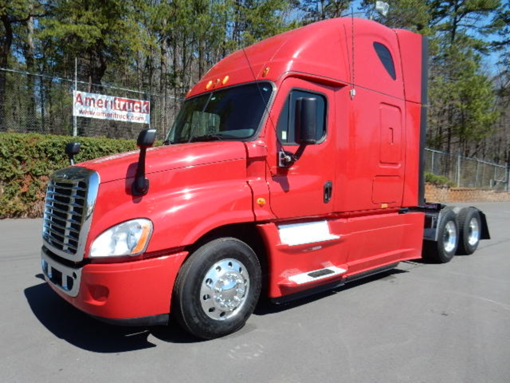 USED 2013 FREIGHTLINER CASCADIA SLEEPER TRUCK #1679