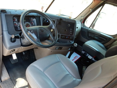 USED 2013 FREIGHTLINER CASCADIA SLEEPER TRUCK #1679-8