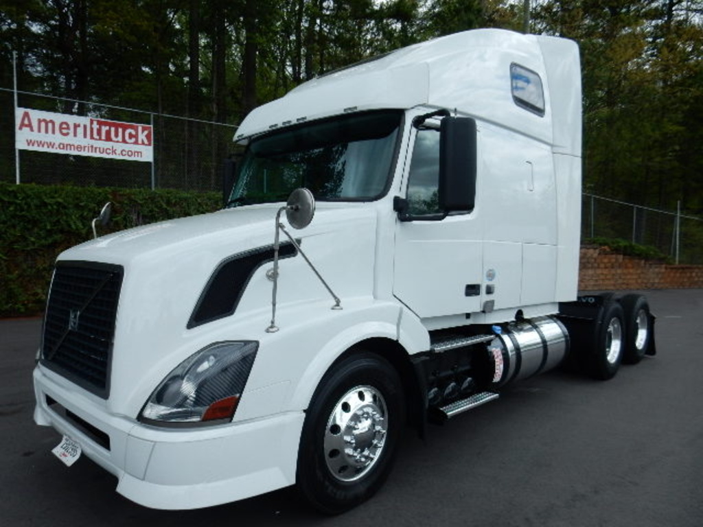 USED 2012 VOLVO VNL SLEEPER TRUCK #1765