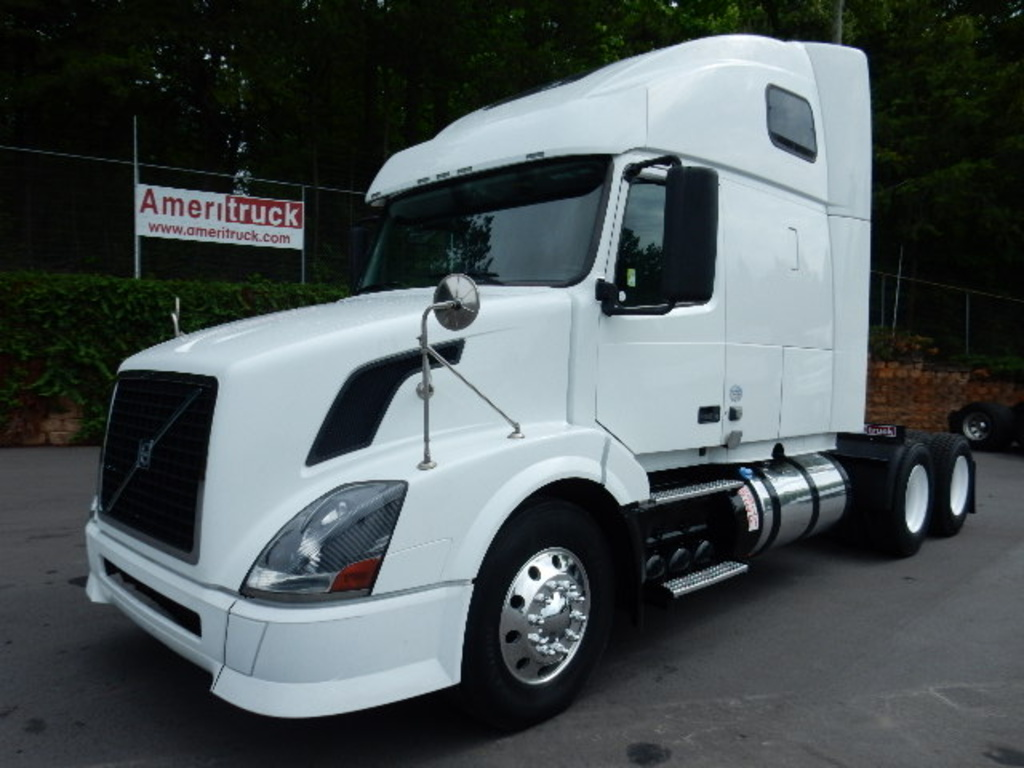 USED 2012 VOLVO VNL 670 SLEEPER TRUCK #1832