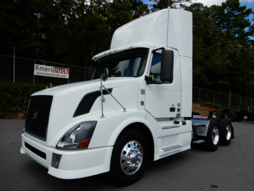 USED 2012 VOLVO VNL64T DAYCAB TRUCK #2066