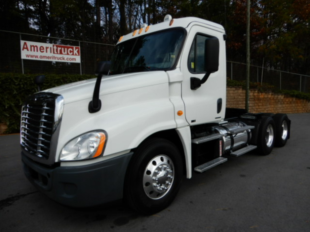 USED 2012 FREIGHTLINER CASCADIA DAYCAB TRUCK #2102