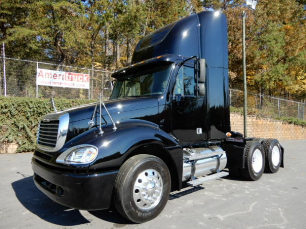 USED 2007 FREIGHTLINER COLUMBIA DAYCAB TRUCK #2126