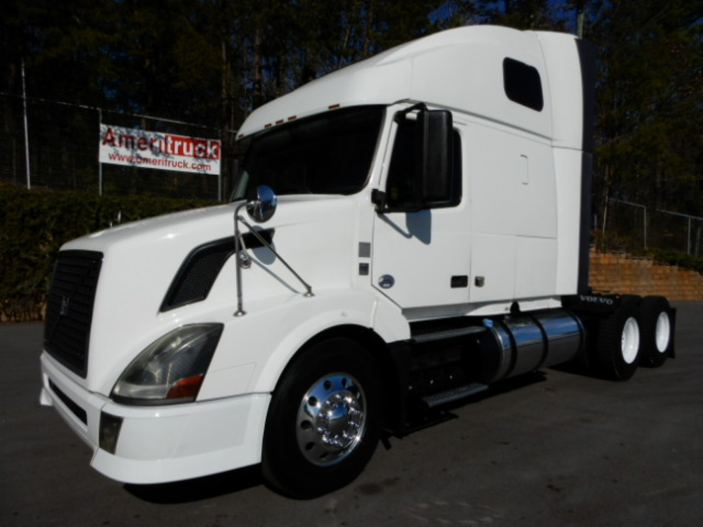 USED 2012 VOLVO 670 SLEEPER TRUCK #2169