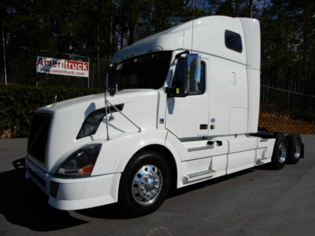 USED 2012 VOLVO VNL670 SLEEPER TRUCK #2245
