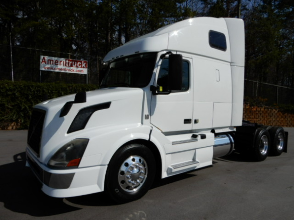 USED 2012 VOLVO VNL670 SLEEPER TRUCK #2259