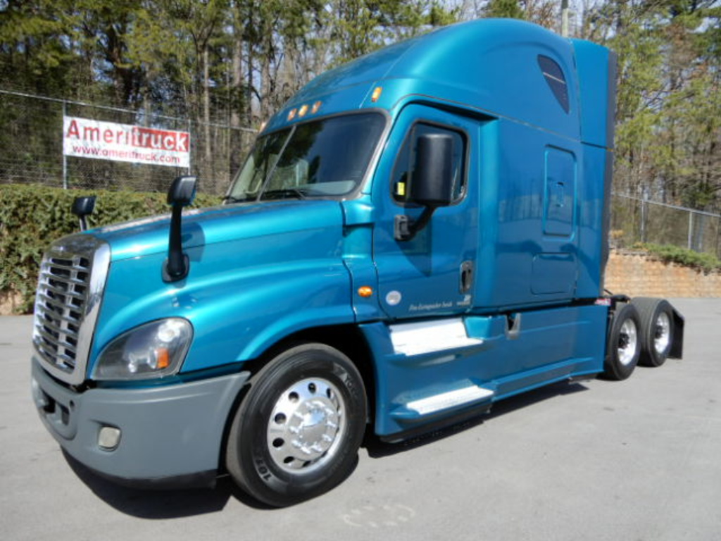 USED 2015 FREIGHTLINER CASCADIA SLEEPER TRUCK #2265
