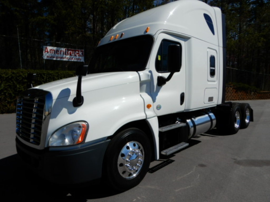 USED 2014 FREIGHTLINER CASCADIA SLEEPER TRUCK #2289