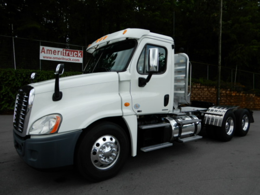 USED 2012 FREIGHTLINER CASCADIA DAYCAB TRUCK #2359