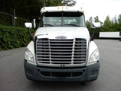 USED 2012 FREIGHTLINER CASCADIA DAYCAB TRUCK #2359-3