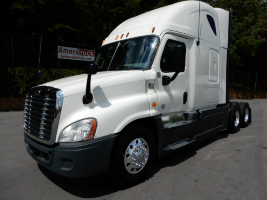USED 2013 FREIGHTLINER CASCADIA SLEEPER TRUCK #2412