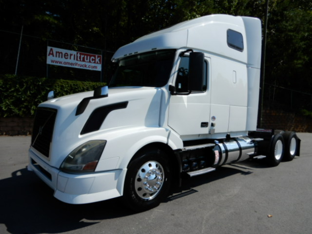 USED 2013 VOLVO VNL64T SLEEPER TRUCK #2436