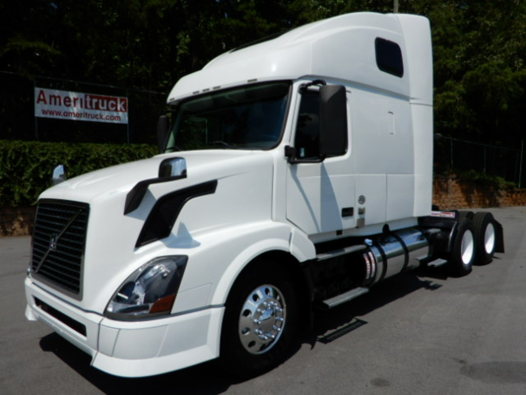 USED 2013 VOLVO VNL64T SLEEPER TRUCK #2437