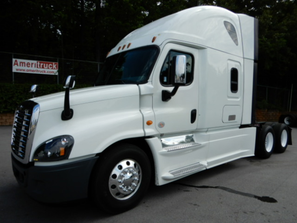 USED 2014 FREIGHTLINER CASCADIA SLEEPER TRUCK #2737