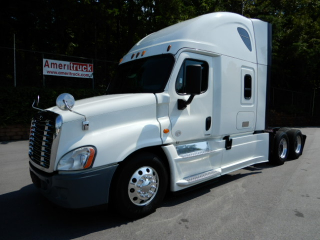 USED 2015 FREIGHTLINER CASCADIA SLEEPER TRUCK #2739