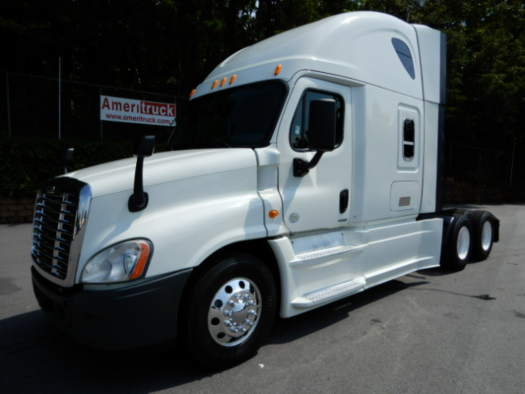 USED 2014 FREIGHTLINER CASCADIA SLEEPER TRUCK #2744