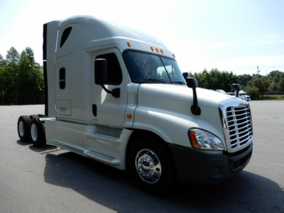 USED 2014 FREIGHTLINER CASCADIA SLEEPER TRUCK #2744-2