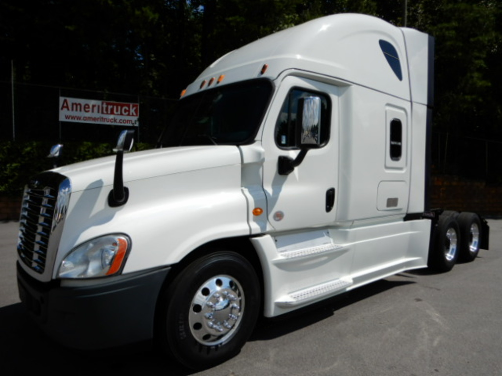 USED 2015 FREIGHTLINER CASCADIA 125 SLEEPER TRUCK #2789