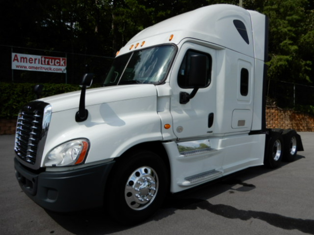USED 2015 FREIGHTLINER CASCADIA 125 SLEEPER TRUCK #2819