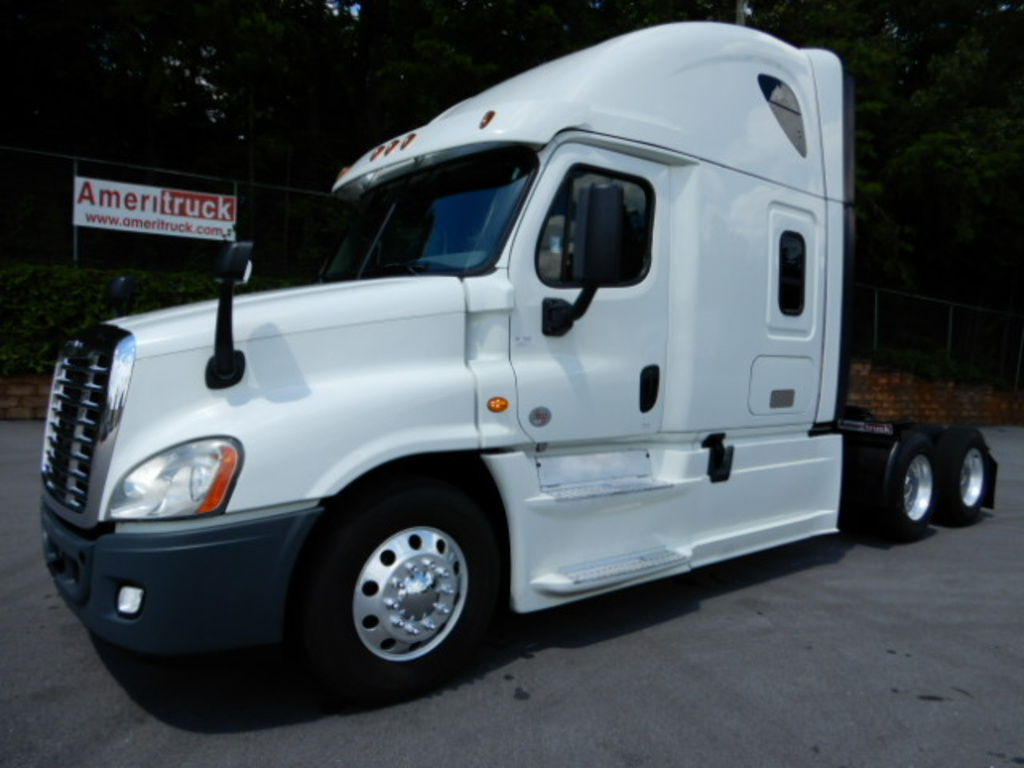 USED 2016 FREIGHTLINER CASCADIA 125 SLEEPER TRUCK #2821