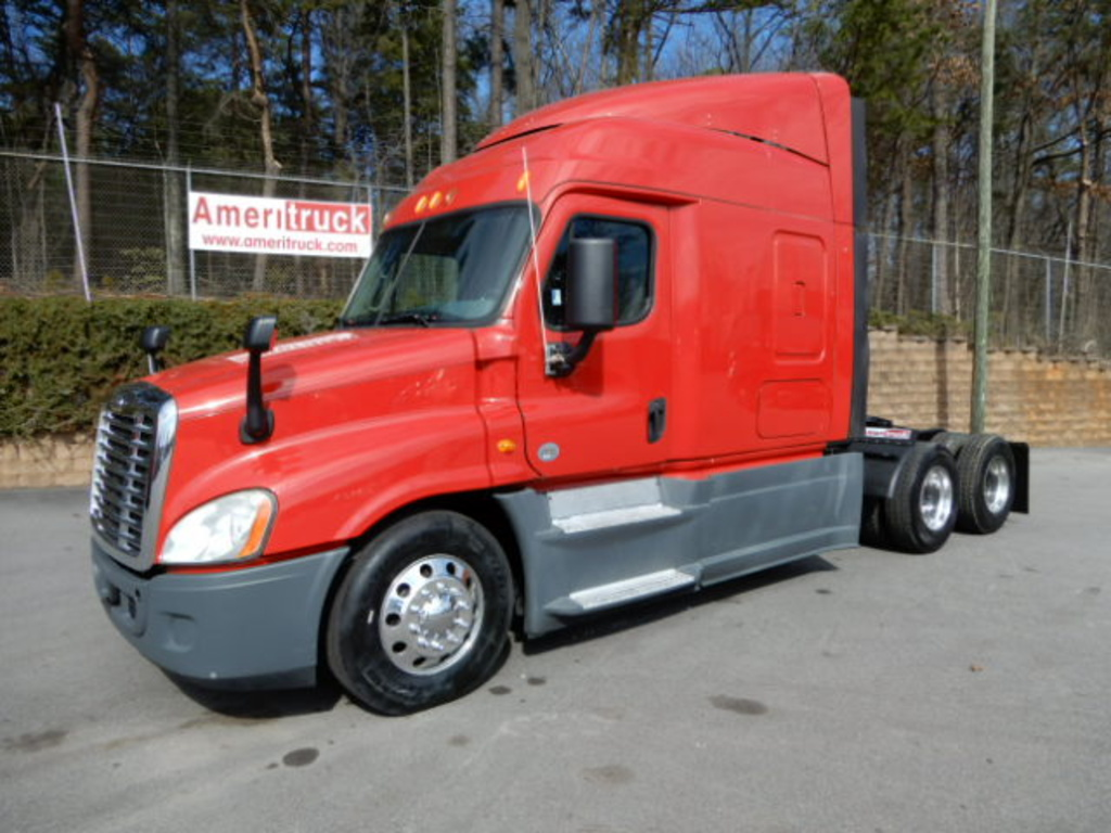 USED 2014 FREIGHTLINER CASCADIA SLEEPER TRUCK #3245