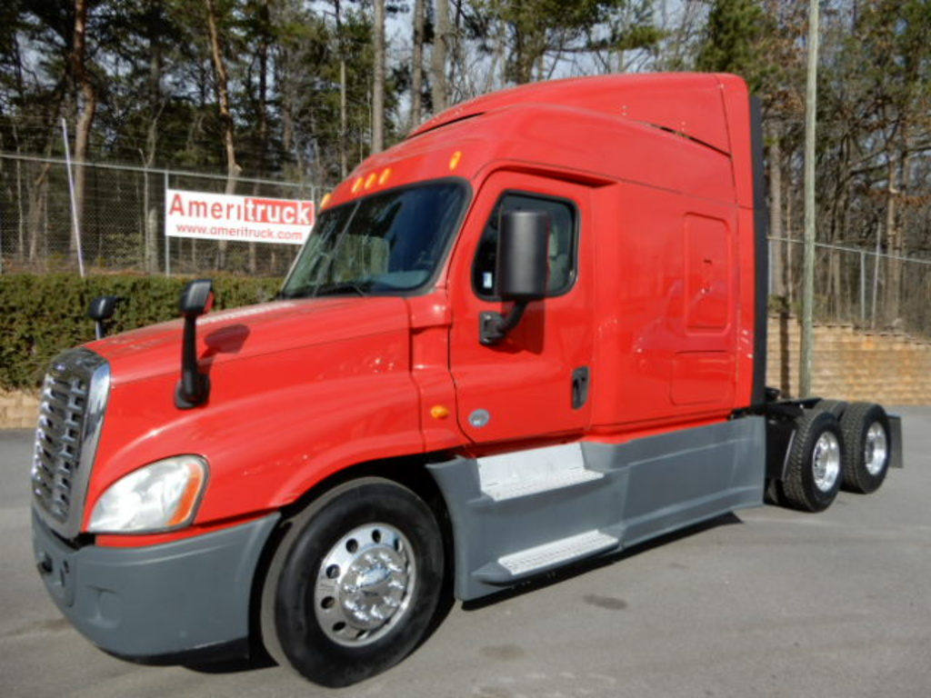 USED 2014 FREIGHTLINER CASCADIA SLEEPER TRUCK #3247