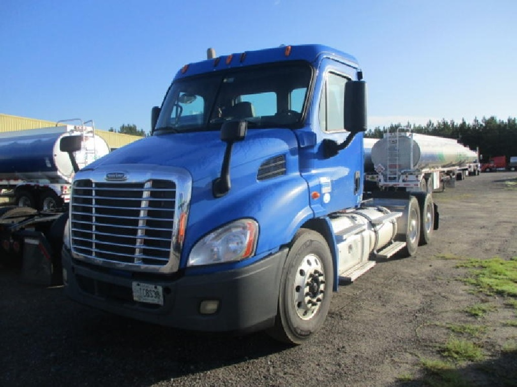 USED 2015 FREIGHTLINER CA125 TANDEM AXLE DAYCAB TRUCK #10425