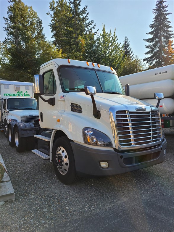 USED 2014 FREIGHTLINER CASCADIA 113 DAYCAB TRUCK #10655