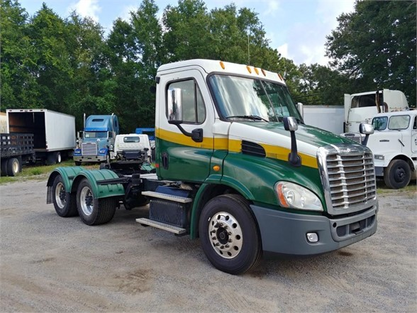 USED 2013 FREIGHTLINER CASCADIA 113 DAYCAB TRUCK #11275