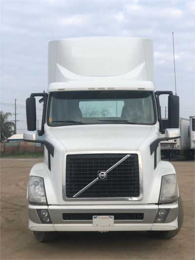 USED 2015 VOLVO VNL64T300 DAYCAB TRUCK #4628-3