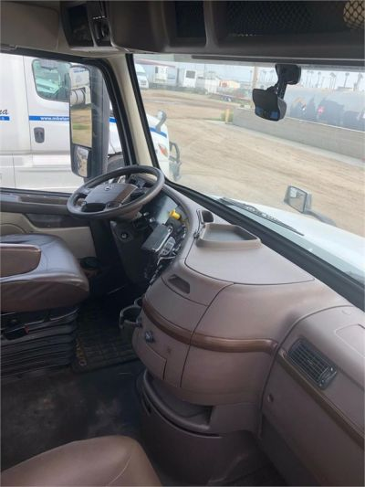 USED 2015 VOLVO VNL64T300 DAYCAB TRUCK #4628-9