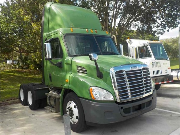 USED 2014 FREIGHTLINER CASCADIA 125 DAYCAB TRUCK #4646