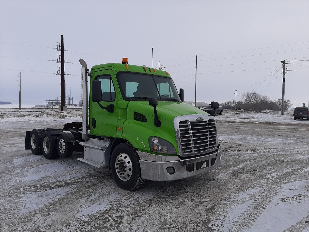 USED 2014 FREIGHTLINER CASCADIA 113 DAYCAB TRUCK #5938