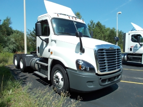 USED 2019 FREIGHTLINER CASCADIA DAYCAB TRUCK #6004-3