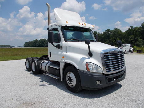USED 2019 FREIGHTLINER CASCADIA DAYCAB TRUCK #6013-17