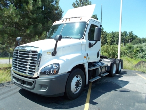 USED 2019 FREIGHTLINER CASCADIA DAYCAB TRUCK #6013-2