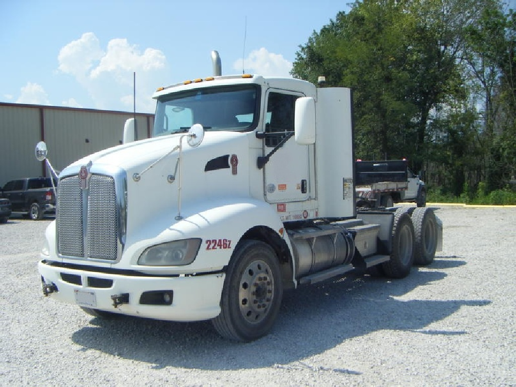 USED 2013 KENWORTH T660 TANDEM AXLE DAYCAB TRUCK #6154