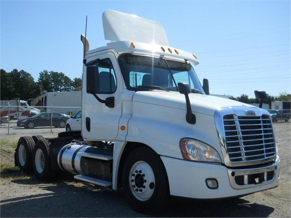USED 2015 FREIGHTLINER CASCADIA 125 DAYCAB TRUCK #6162