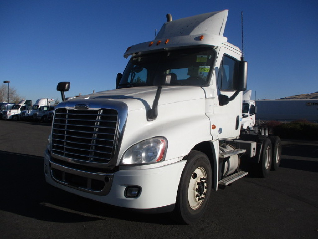 USED 2015 FREIGHTLINER CASCADIA DAYCAB TRUCK #7535