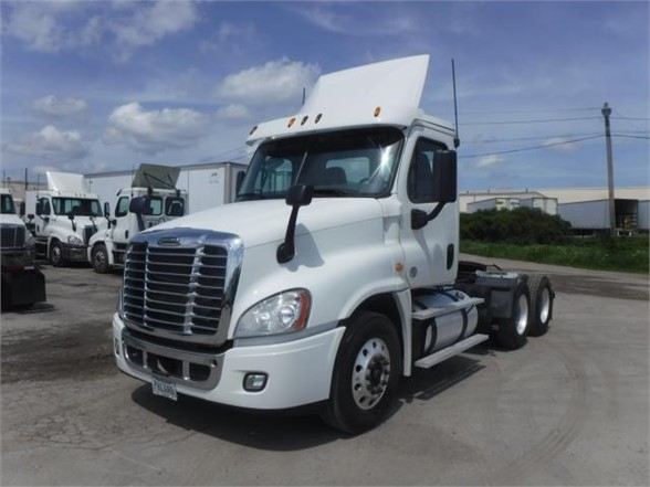 USED 2015 FREIGHTLINER CASCADIA 125 DAYCAB TRUCK #8037