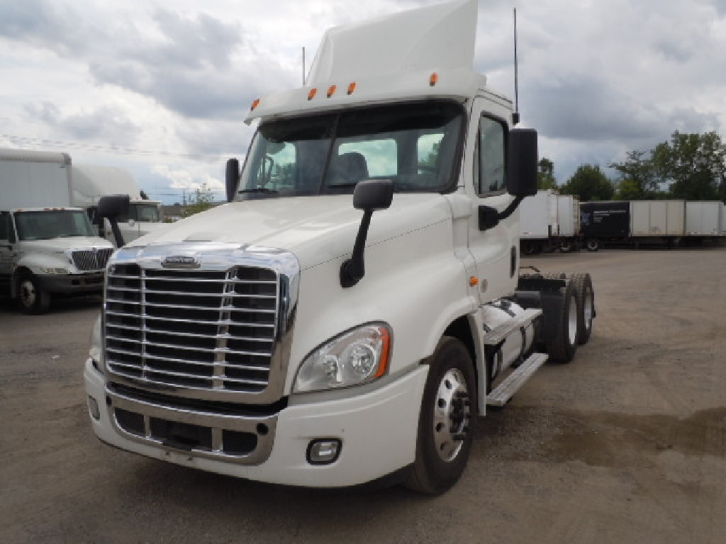 USED 2015 FREIGHTLINER CASCADIA 125 DAYCAB TRUCK #8039