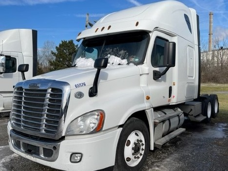 USED 2015 FREIGHTLINER CASCADIA 125 SLEEPER TRUCK #8050-2
