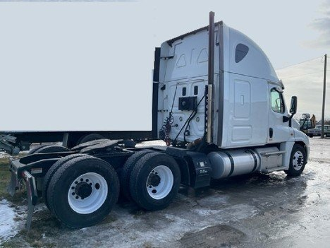USED 2015 FREIGHTLINER CASCADIA 125 SLEEPER TRUCK #8050-3