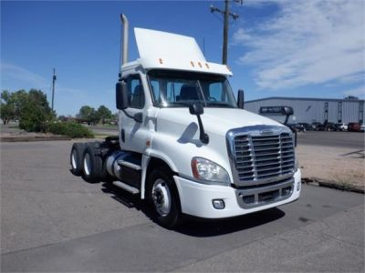 USED 2015 FREIGHTLINER CASCADIA 125 DAYCAB TRUCK #8051-2